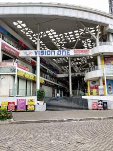 Shopping Malls Image of 910.0 - 1500.0 Sq.ft 1.5 BHK Apartment for buy in Akshar Elementa