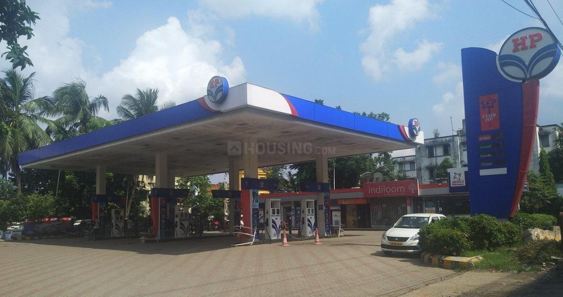 Petrol Pumps Image of 1034 Sq.ft 2 BHK Apartment for buy in Thakurpukur for 4200000