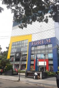 Shopping Malls Image of 3760.0 - 3800.0 Sq.ft 4 BHK Apartment for buy in Siddha Arch Shivam