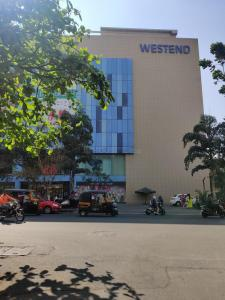 Shopping Malls Image of 2040 Sq.ft 4 BHK Independent House for buy in Aundh for 25000000