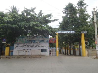 प्रेस्टीज फालकन सिटी, कोननकुंते  में 16500000  खरीदें  के लिए 1600 Sq.ft 3 BHK अपार्टमेंट के स्कूलों और विश्वविद्यालयों   की तस्वीर