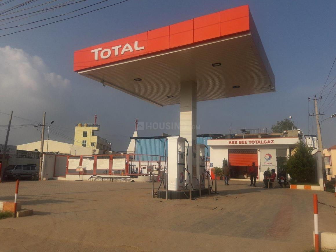 Petrol Pumps Image of 800 Sq.ft 1 RK Apartment for buy in Hennur Main Road for 5500000