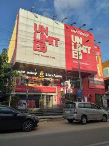 Shopping Malls Image of 1100.0 - 1630.0 Sq.ft 2 BHK Apartment for buy in Fortuna Acacia
