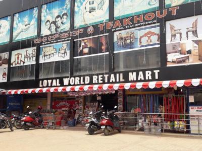 एस्टेला मेपल स्क्वेर ए में खरीदने के लिए 1027 - 1556 Sq.ft 2 BHK अपार्टमेंट सामान / सुपरमार्केट  की तस्वीर