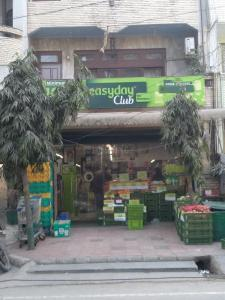 Groceries/Supermarkets Image of 1800 Sq.ft 3 BHK Independent Floor for rent in Vikaspuri for 25000