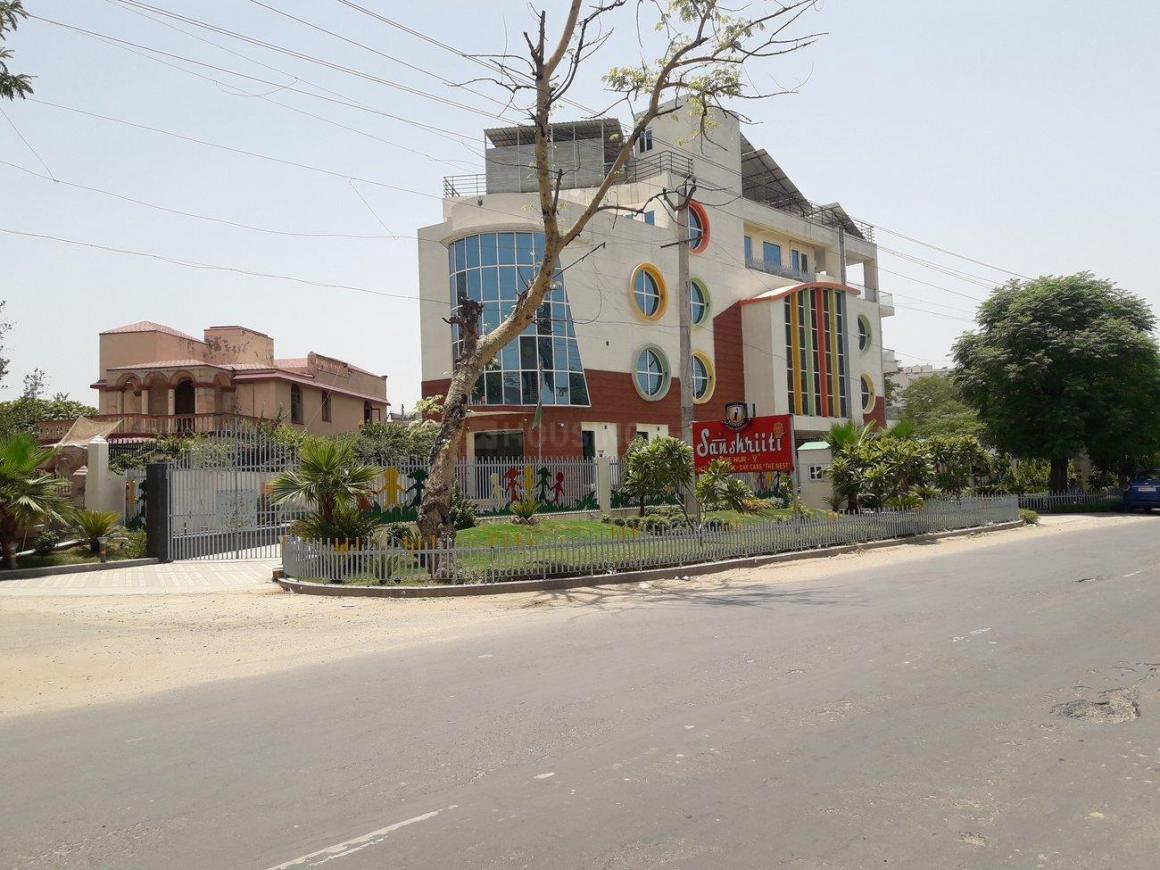 Schools & Universities Image of 5000 Sq.ft 3 BHK Independent Floor for buy in Palam Vihar for 17500000