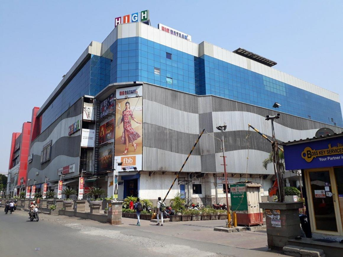 Shopping Malls Image of 668 Sq.ft 1 BHK Apartment for buy in Thane West for 7100000