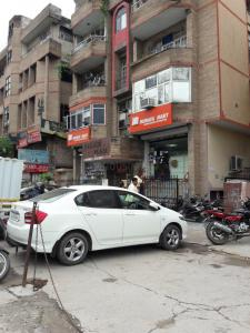 Groceries/Supermarkets Image of 900 - 2304 Sq.ft 2 BHK Apartment for buy in  RWA East Of Kailash SFS Flats