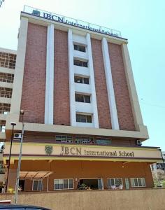 वोरा एक्रोपोलिस में खरीदने के लिए 485.0 - 872.0 Sq.ft 1 BHK अपार्टमेंट स्कूलों और विश्वविद्यालयों   की तस्वीर