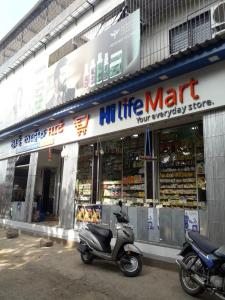 Groceries/Supermarkets Image of 639.0 - 753.0 Sq.ft 2 BHK Apartment for buy in Meeras Empire