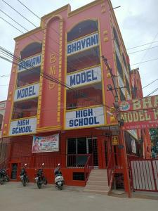Schools & Universities Image of 4554 Sq.ft 3 BHK Independent House for buy in Bandlaguda Jagir for 35000000