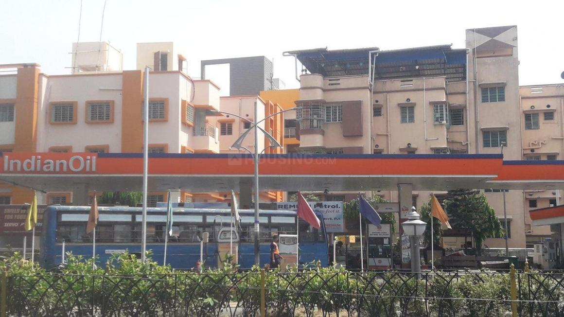 Petrol Pumps Image of 1111 Sq.ft 3 BHK Apartment for buy in Baishnabghata Patuli Township for 8400000