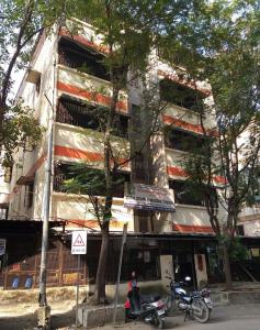 Schools & Universities Image of 550 Sq.ft 1 BHK Apartment for buy in Trimurti Complex, Dhankawadi for 2100000
