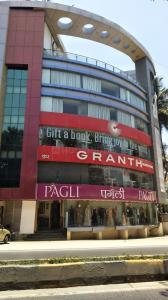 Groceries/Supermarkets Image of 1000 Sq.ft 2 BHK Apartment for buy in Sea Palace Premises, Juhu for 49949999